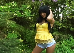 Sexy Strip Outdoor - Yellow top Teasing 1